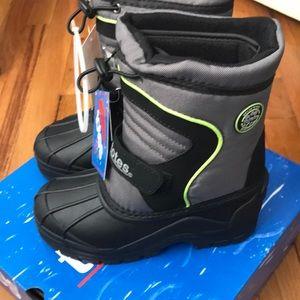 NWT Snow boots, size 13 black/grey green trim